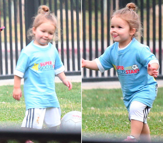 Harper, a focista: ami anyától a divatszakértelem, az apától a foci. A kicsi lánykának remekül áll a focistaszerelés, és láthatóan élvezettel rúgja a bőrt - még a nyelve is kilóg koncentrálás közben!