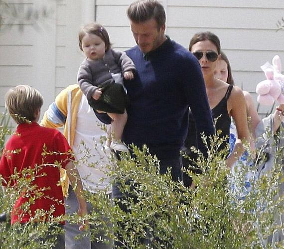 Victoria és David Beckham kislánya húsvétkor sem hagyta hidegen a lesifotósokat.