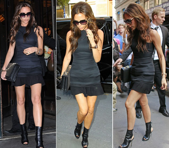 A Spice Girl fekete szerelésbe bújt, miniszoknyája felfedte hosszú combjait.