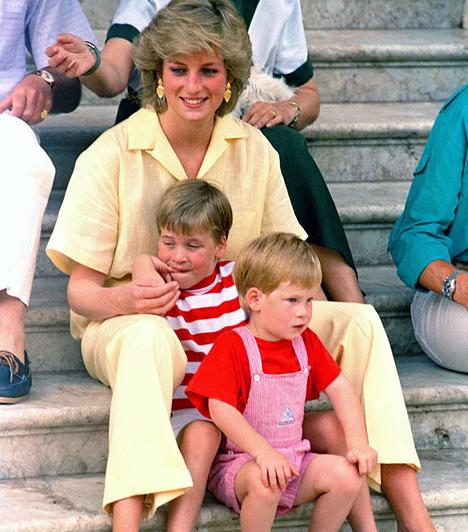 Apjára hasonlít  Harry vöröses hajával és szeplőivel inkább az apjára ütött, de édesanyjához is szoros kapcsolat fűzte. Mindössze 13 éves volt, mikor Diana hercegnő a balesetben életet vesztette.  Kapcsolódó képgaléria: Diana hercegnő élete képekben »
