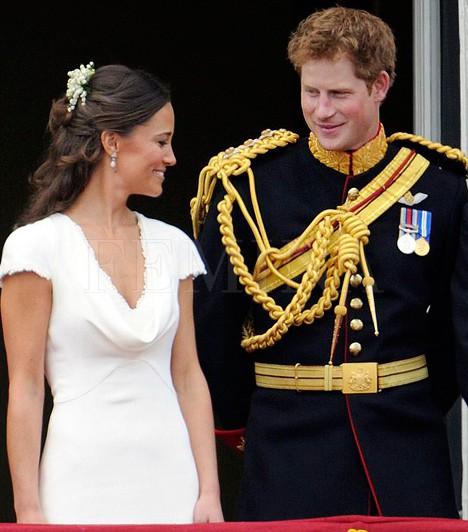 Vilmos esküvőjén                         Bátyja 2011. áprilisi esküvőjén sem tagadta meg magát: Harry bőszen flörtölt a menyasszony húgával, a bájos Pippa Middletonnal.                         Kapcsolódó cikk:                         Mit szól ehhez a barátnője? Harry herceg kikezdett Pippa Middletonnal »