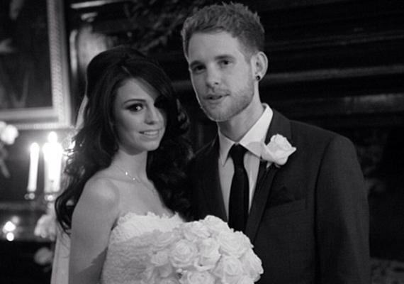 Az X-Factor egykori üdvöskéje, Cher Lloyd is a Facebookon osztotta meg, hogy férjhez ment, melyhez egy képet is csatolt.