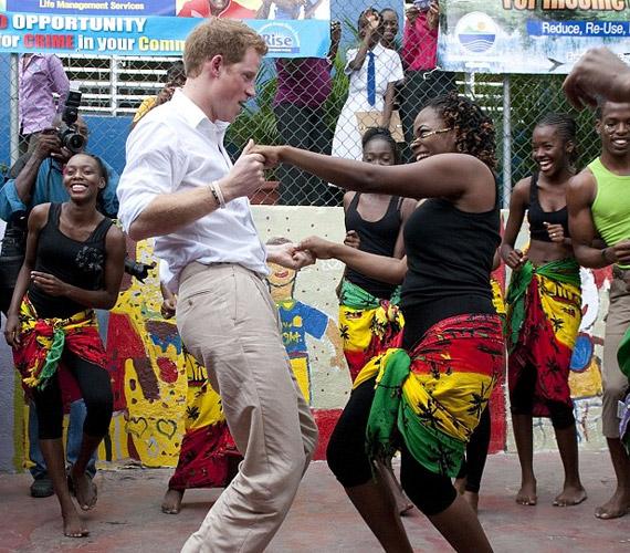 A herceg egy Chantol Dormer nevű lánnyal ropta a táncparketten.