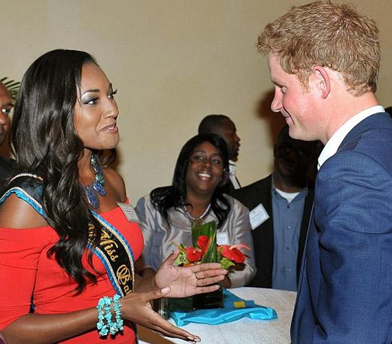 A Bahamák szépével, Anastagia Pierre-rel egy nassaui fogadáson találkozott.