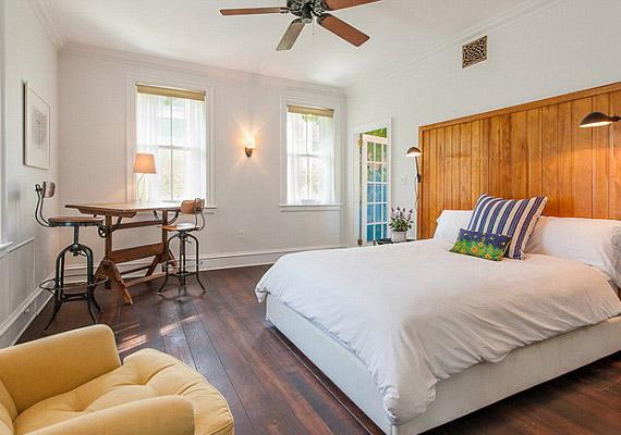 A lakás hat hálószobával és négy fürdőszobával rendelkezik.