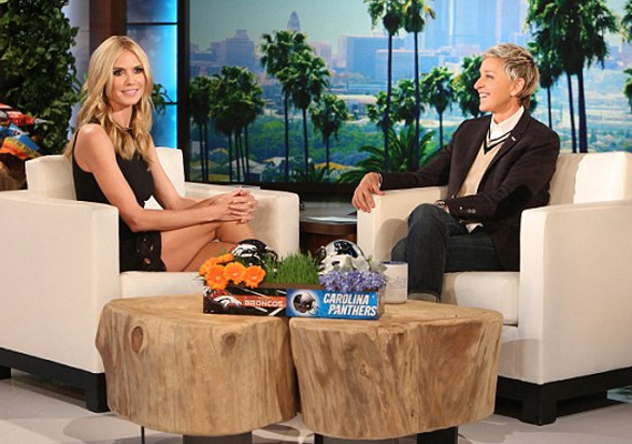 Ellen DeGeneres elárulta, hogy meglepte, hogy ilyen bevállalós volt a modell, azt nyilatkozta, hogy ő majd inkább a hálószobájában próbálja fel a dögös darabot.