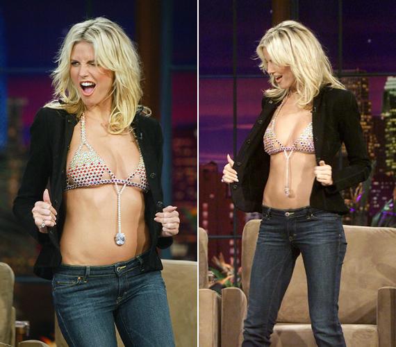 2003-ban is szerepelt a show-ban, akkor 8 millió dolláros Victoria's Secret melltartóját tárta a nagyérdemű elé.
