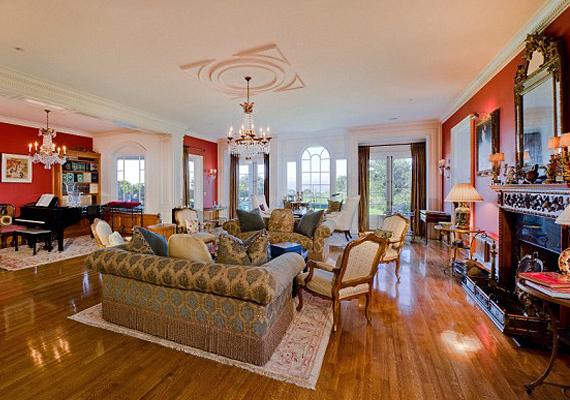 A ház egyik nappalijában kapott helyet a zongora is, amely köré gyakorta odagyűlt a család.