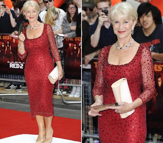 A vörös színt kedveli, ez a ruha sokkal csinosabb és konszolidáltabb volt.