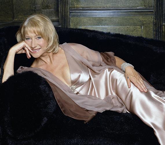 Ez a fotó 11 évvel ezelőtt készült az akkor 60 éves Helen Mirrenről, akit a TV Times olvasói akkoriban választottak meg minden idők egyik legimádottabb színésznőjének. A képet a magazin 50. évfordulóján használták volna fel, ám végül egy másikra esett a szerkesztők választása.