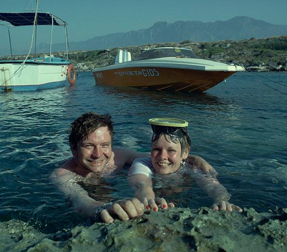 Így nyaralt Cipruson 1980-ban Judi Dench és azóta megboldogult férje, Michael Williams. A jelek szerint tetszett nekik a búvárkodás.