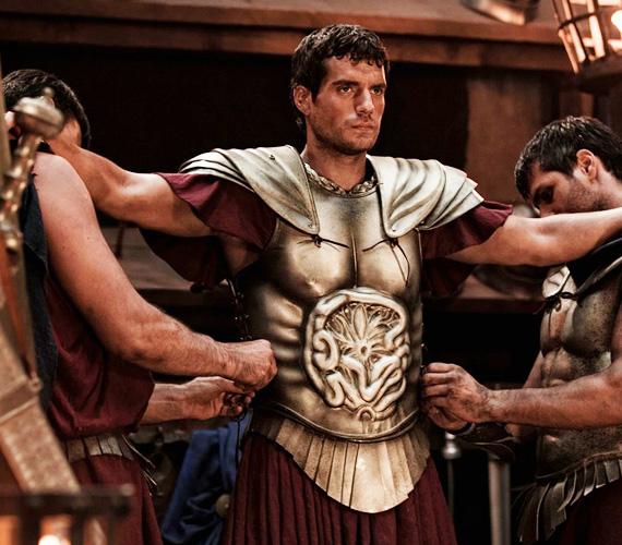 A mitológiai témát fedolgozó mooziban Henry Cavill mellett olyan színészek tűnnek fel a filmben, mint Mickey Rourke, Freida Pinto vagy John Hurt.
