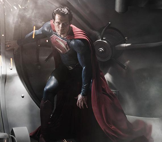 Cavill az utóbbi időben nagy kedvenc lett, sőt, óriási kugrás előtt áll - megkapta ugyanis a készülő, új Szuperman-mozi főszerepét.