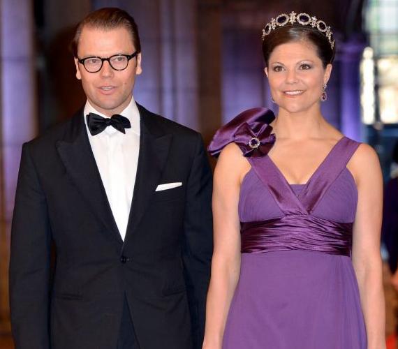 A svédek kedvence, Viktória hercegnő gyönyörűen festett lila estélyi ruhájában.