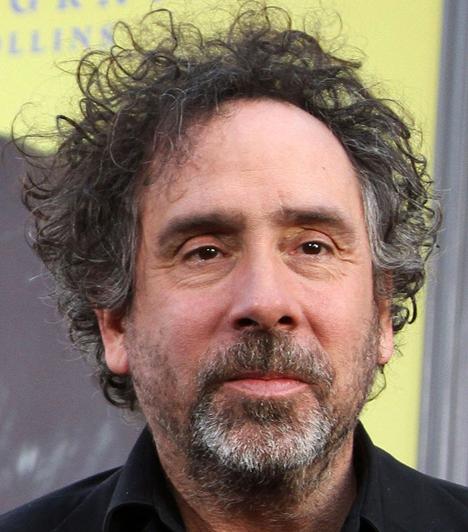 Tim Burton  A nyomasztó filmjeiről híres rendezőt lesifotósok buktatták le, hogy megcsalja bizarr külsejű feleségét, Helena Bonham Cartert.