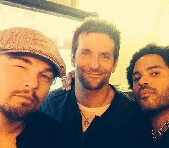 Lenny Kravitz osztotta meg ezt a képet, ahol barátaival, Leonardo DiCaprióval és Bradley Cooperrel pózol.