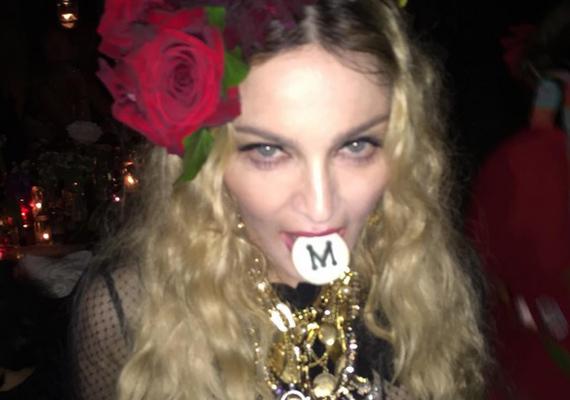 """""""M, mint Madonna és M, mint a bár, ahol bulizunk! Boldog szülinapot nekem!"""" - ez volt a furcsának tűnő kép alatti bejegyzés."""