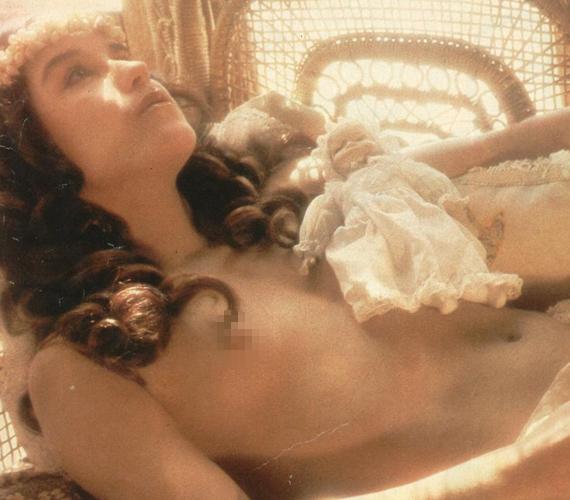 Lucelia Santos éppen abban az időszakban vált híres színésznővé, amikor Brazíliában egyre nagyobb méreteket öltött a naturalizmus. A színésznő - sok kortársához hasonlóan - nagyon könnyedén kezeli a meztelenséget.