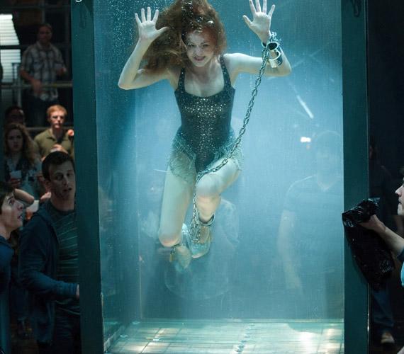 - A lánc valahogy beakadt, úgyhogy le kellett úsznom a tartály aljára, ahonnan nem tudtam feljönni. Mindenki azt hitte, hogy túl jól játszom a szerepemet, pedig konkrétan fuldokoltam - mondta Isla Fisher.