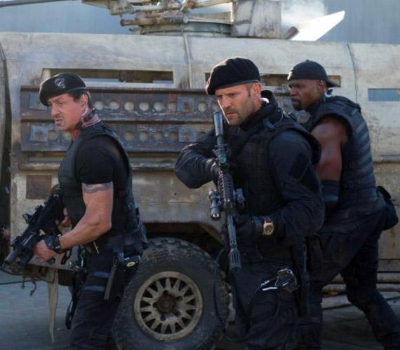 Jason Stathamnek is fulladásközeli élményben volt része: a The Expendables - A feláldozhatók 3 mozi egyik jelenetében egy teherautót vezetett, aminek elromlott a fékje, így a színész egyenesen a Fekete-tengerbe hajtott a járművel. Mindenki sokkot kapott és sikoltozott, de Statham valahogy kiúszott, a teherautó viszont elsüllyedt.