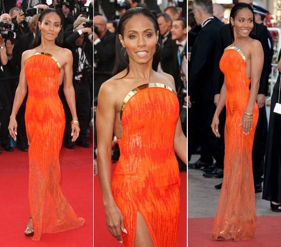 Szintén a cannes-i filmfesztiválon a Madagaszkár 3 bemutatóján viselte az Atelier Versace narancsszínű, combközépig felsliccelt, pánt nélküli alkalmi ruháját.
