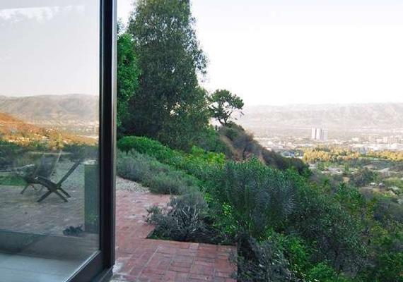 Pazar a kilátás az erkélyről a völgybe.