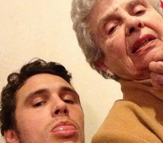 Nagymamájával még most is erős közöttük a kapcsolat, az idős hölgy minden bolondságban benne van.