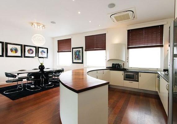 A konyha már Jamie idején is minden szükségessel fel volt szerelve - a mostani tulajdonos azonban végzett némi átalakítást benne.