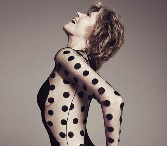 Jane Fonda 73 évesen is olyan dögös, mint más huszonéves kolléganői - még egy áttetsző dresszt is bátran felvehet.