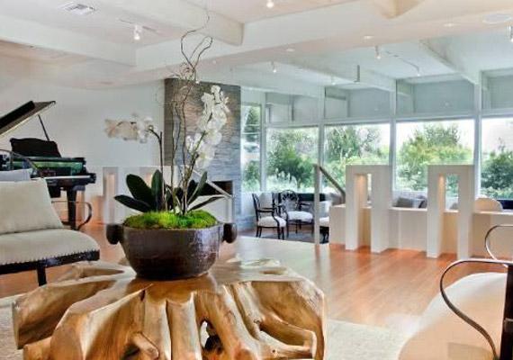 A lakás modern, mégis otthonos hangulatot áraszt.