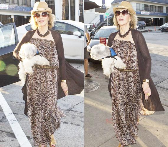 Jane Fonda elegáns volt, mégis laza, és legalább 30 évvel nézett ki fiatalabbnak a valós koránál. Ezzel valószínűleg ő is tisztában volt, hiszen láthatóan élvezte, hogy fotózzák.