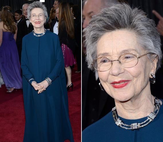 Emmanuelle Riva éppen a díjátadó napján ünnepelte 86. születésnapját. Kék, köpenyszerű ruhája nem sokat mutatott alakjából, de a korához tökéletesen illett.