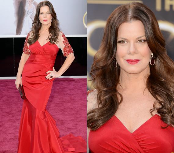 Senki sem mondaná meg Marcia Gay Hardenről, hogy 53 éves. A ruha rafinált megoldású felsője elvonta a figyelmet a híresség kissé kerek csípőjéről.