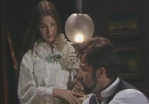 A sorozatban sokáig kerülgették egymást Daniel Fogartyval, mire végre beteljesedett a szerelmük, és összeházasodtak.