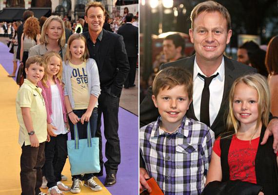 Jason Donovan 1998-ban jött össze egykori menedzserével, Angela Malloch-hal, az évek során két kislányuk és egy fiuk született.