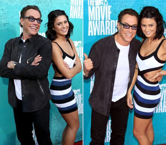 Van Damme lazára, míg Bianca szexire vette a figurát: A fehér-kék-fekete csíkos, testhezálló miniruha megmutatta formás idomait.