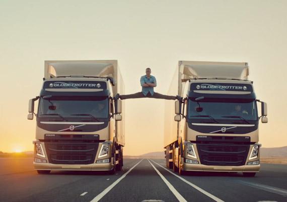 A Volvo reklámjában két tolató autó között hajtja végre a névjegyévé vált spárgát. A felvétel nem trükk, valóban megcsinálta, csak egy biztosítókábel még volt rajta.