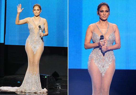 Egy úgynevezett pucérruha, szintén a 2015-ös American Music Awardsról. Itt már tényleg csak pár strasszkő fedi el a bájait.