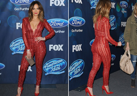 Az áttetsző anyagból készült kezeslábas nem sokat bízott a fantáziára - Jennifer Lopez szívesen bújik ehhez hasonló, merész darabokba.
