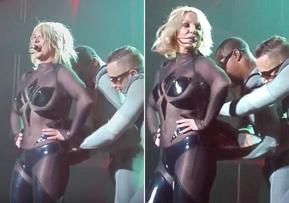 Britney Spears koncert közben került kínos helyzetbe. A ruhája hátán lévő cipzár szétpattant, és még a táncosai sem tudták visszarángatni.