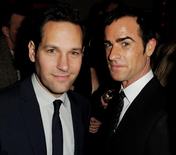 A színésznő a Los Angeles-i bemutatón két sármos férfival is pózolhatott: vígjátékbeli partnerével, Paul Rudd-dal és szerelmével, Justin Theroux-val.