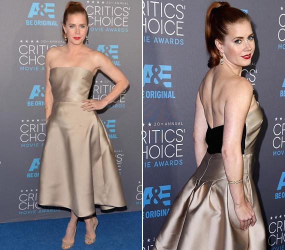 Amy Adams szaténruhájának színe kicsit sápasztotta a színésznőt.