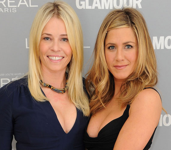 Örömmel pózoltak egymás oldalán, Chelsea Handler egy kék Stella McCartney ruhakölteményt viselt.