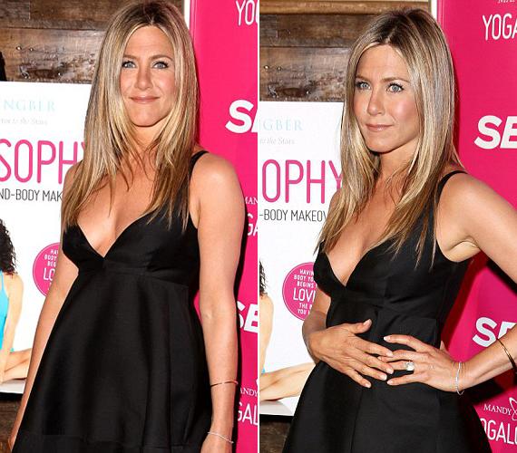 Nem szégyellte megmutatni idomait Jennier Aniston, mélyen kivágott ruhájából kivillant a keble is.