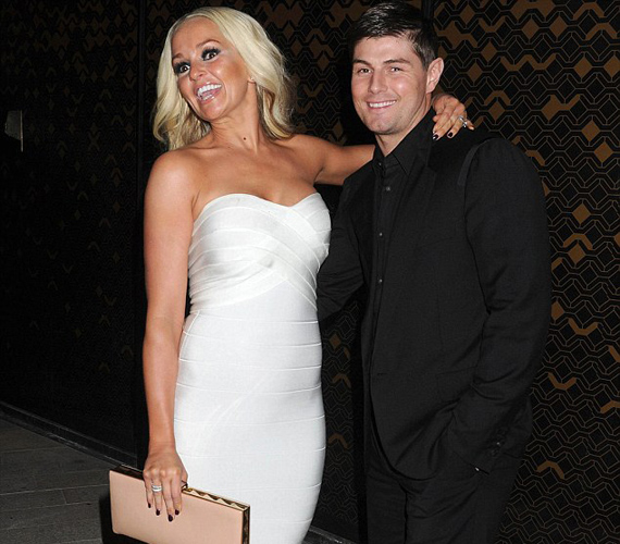Férjével, Robbie Tickerrel 2009 óta él boldog házasságban.
