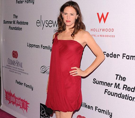 Ezen a képen jól látszik, hogy Jennifer Garner bizony harmadszorra is anya lesz, várhatóan 2012 tavaszán.