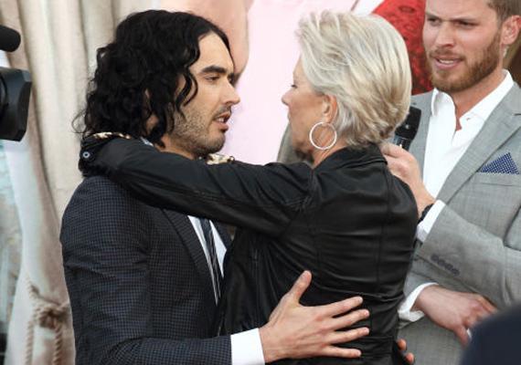 """Russell Brand és Helen Mirren közös filmjük, az Arthur forgatása alatt találkoztak, és meglepő barátság született a két színész között. """"A lázadó és a dáma"""" - így nevezik a párosukat."""