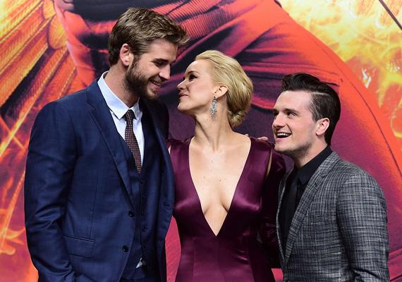 A széria férfi főszereplőit is megvadította a ruhájával, Josh szó szerint nem bírt a szemébe nézni egész este.