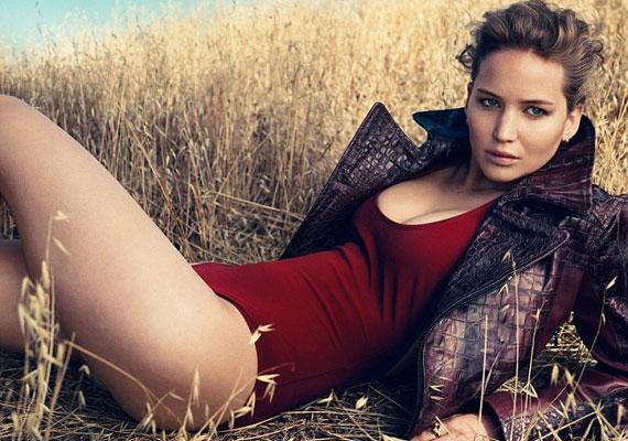 Jennifer Lawrence soha nem volt még olyan jó formában, mint a Vogue mostani fotózásán.