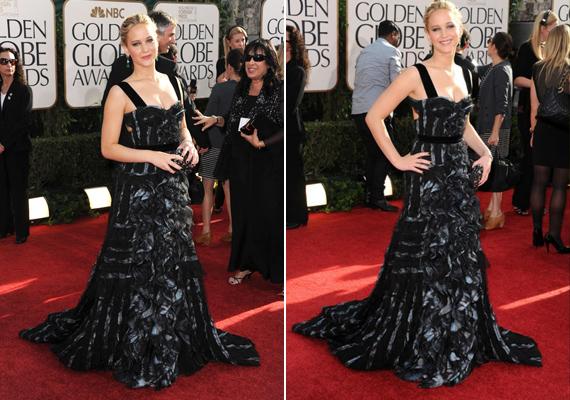 A Golden Globe-on ebben a fekete estélyiben zsebelte be az irigykedő pillantásokat - csak kevés huszonéves tudná ezt a ruhát ilyen eleganciával viselni.